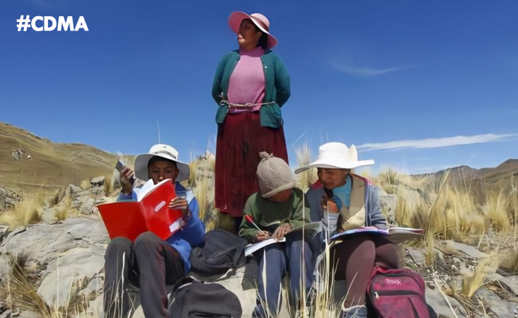 #Puno: Alumnos suben diariamente a la cima de un cerro para captar señal y recibir clases
